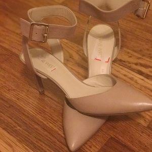Shoes - Nine West nude shoes